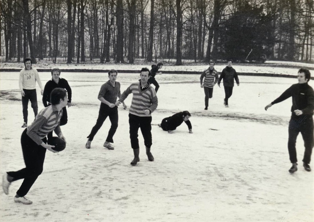 1971-01 rugby op het ijs-01 Rob Borrebach Rob Bos Erik Hemmes Kees Havenaar