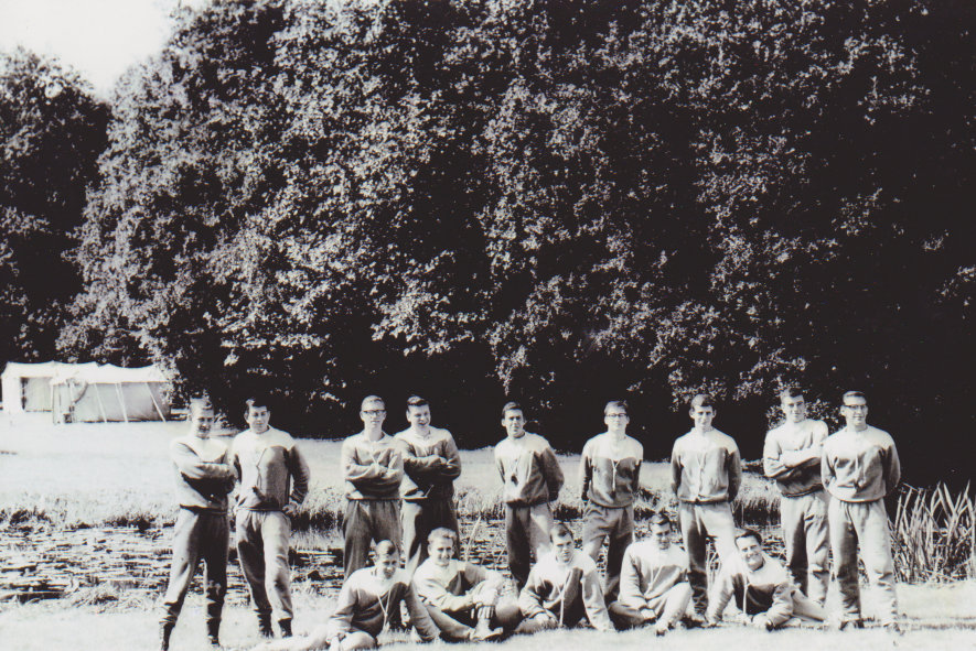 Hans Walscheid van Dijk, staand 3e v links, 1962 op Nijenrode